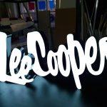 litery świecące logo Lee Cooper